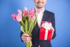 Mężczyzna Z Kwiatami Fotografia Stock