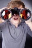 Mężczyzna z lornetkami fotografia stock