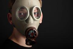 Mężczyzna z maską gazową na czarnym tle Obraz Royalty Free