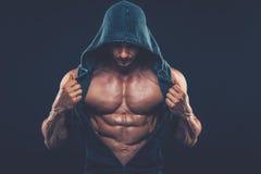 Mężczyzna z mięśniową półpostacią Silny Sportowy mężczyzna sprawności fizycznej model Obrazy Stock