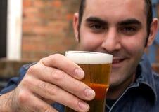 Mężczyzna z piwem fotografia royalty free