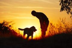 Mężczyzna z psem obrazy royalty free