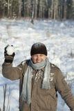 Mężczyzna z snowball Zdjęcie Stock