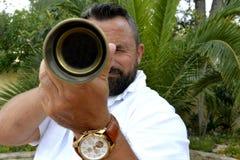 Mężczyzna z spyglass zdjęcie royalty free