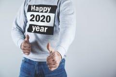 Mężczyzna z szczęśliwym 2020 rok tekstem fotografia stock