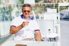Mężczyzna z szkłem szampan Fotografia Royalty Free
