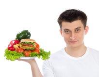 Mężczyzna z talerzem zdrowi warzywa sałatkowi Obraz Stock