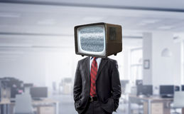 Mężczyzna z TV zamiast głowy Mieszani środki zdjęcia royalty free