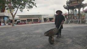 Mężczyzna z wheelbarrow zbiory