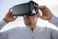 Mężczyzna Z Wirtualnymi szkłami obraz royalty free