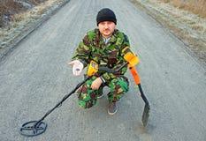 Mężczyzna z wykrywacz metalu Zdjęcie Royalty Free