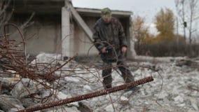 Mężczyzna Z wykrywaczem metalu zdjęcie wideo