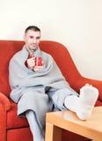 Mężczyzna z złamaną nogą Obraz Royalty Free