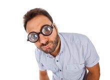 Mężczyzna z zdziwionym wyrażeniem gęstymi szkłami i Obrazy Stock