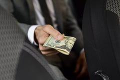 Mężczyzna z zwitkiem dolarowi rachunki Zdjęcie Royalty Free