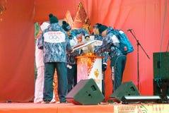 Mężczyzna zaświecają płomień na scenie Fotografia Royalty Free