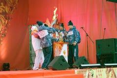 Mężczyzna zaświecają płomień na scenie Obraz Royalty Free
