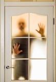 Mężczyzna za Szklanym drzwi Zdjęcie Royalty Free