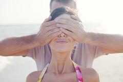 Mężczyzna zakrywa oczy fotografia royalty free