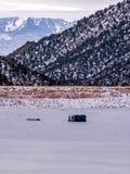 Mężczyzna Zamrażają połów na Zamarzniętym jeziorze Obraz Royalty Free