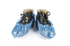 mężczyzna zimy buty w błękitnych but pokrywach fotografia royalty free