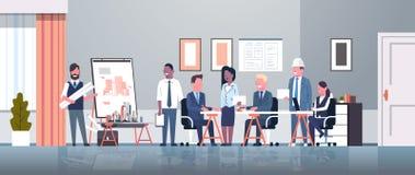 Mężczyzny architekt pokazuje rysunkowego budynku projekt na sztalugi desce biznesmenów inżyniery grupuje panning projekta drużyny ilustracji