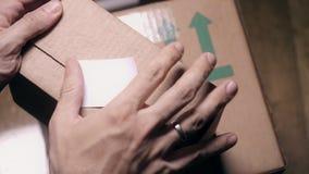 Mężczyzny kartonu pieczęciowy drobnicowy pudełko z białym majcherem zbiory