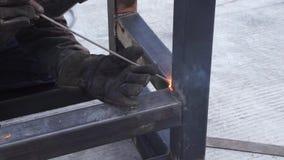 Mężczyzny metalu spawalniczy bary zbiory wideo
