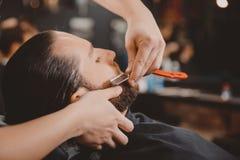 Mężczyzny modnisia zakład fryzjerski zdjęcie stock