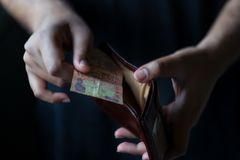 Mężczyzny portfel W Czarnym tle fotografia royalty free