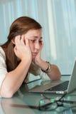 męcząca komputerowa dziewczyna zdjęcia stock