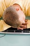 męczący mężczyzna klawiaturowy dosypianie Obrazy Royalty Free