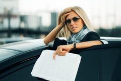 męczący pieniężni bizneswomanów raporty Obraz Stock