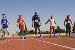 Męscy biegacze Przy Zaczyna linią Obrazy Royalty Free