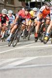Męscy cykliści Opierają W zwrot W Amatorskiej rower rasie Zdjęcie Royalty Free