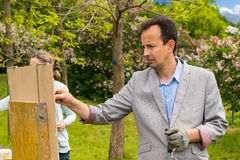 Męscy i żeńscy artyści maluje w na wolnym powietrzu Obraz Stock