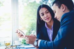 Męscy i żeńscy biznesmeni Fotografia Stock