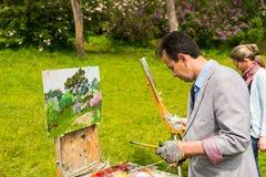 Męscy i żeńscy malarzi maluje outdoors Obraz Royalty Free