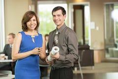 Męscy i żeńscy partnery biznesowi w przerwa pokoju Zdjęcie Stock
