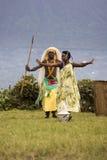 Męscy i żeńscy tancerze w Rwanda rodzimym tanu gromadzą się, Virunga, A Obraz Stock