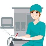 Męscy pielęgniarki Writing dokumenty Obrazy Royalty Free