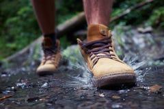 Męscy ` s buty z chełbotanie wodą Fotografia Royalty Free