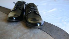 Męscy smokingowi buty, elegancja ślubu fornal inicjują zbiory