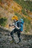 Męska atleta iść góra za on mały dziecko Obrazy Royalty Free