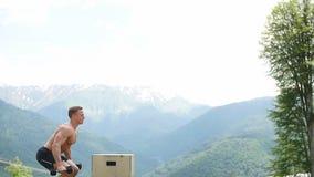 Męska bluza robi wybuchowej sile skacze, crossfit sprawności fizycznej trening zbiory wideo