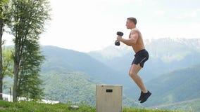 Męska bluza robi wybuchowej sile skacze, crossfit sprawności fizycznej trening zdjęcie wideo