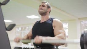 Męska bodybuilder szkolenia ręka zdjęcie wideo