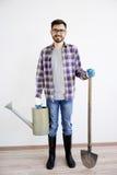 Męska ogrodniczka z łopatą Fotografia Stock