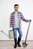 Męska ogrodniczka z łopatą Zdjęcie Royalty Free