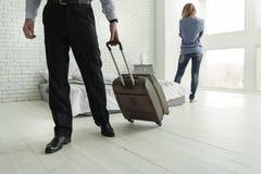 Męska osoba iść od jego żony zdjęcie stock